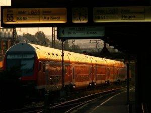 RegionalExpress am Morgen. Bild: D Petre/Piqs.de