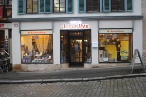 TOS-Buchladen Jesus live am Marktplatz. - Foto: Pläcking