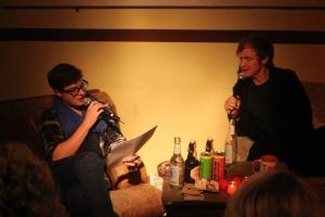Pierre M. Krause erklärt Max Scherer den perfekten Stand-Up. - Foto: Pläcking